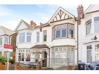 TWO BEDROOM GARDEN FLAT ON HANOVER ROAD WITH FIRE PLACE, CONSERVATORY & GARDEN £1750 PCM