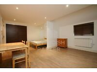 SPLIT LEVEL MEWS HOUSE- 6 BED 4 BATH OVER 2 FLOORS- CLOSE TO MIDDLESEX UNI- PERFECT FOR STUDENTS