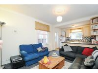 A bright two double bedroom flat, Tynemouth Road, SW6