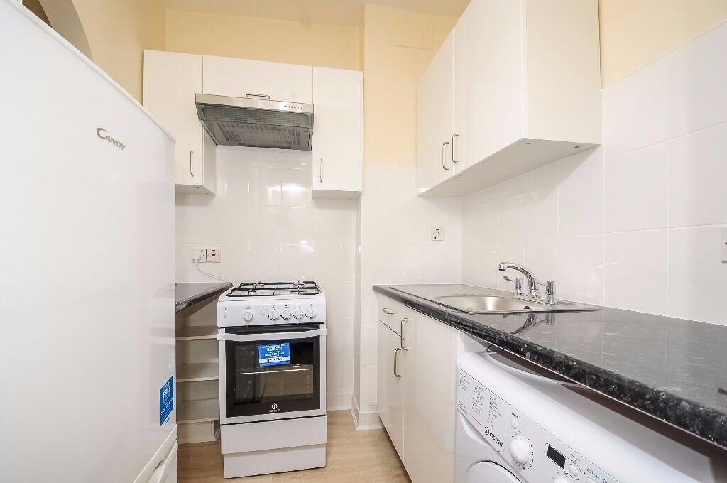 A first floor flat offering one double bedroom situated close to Tooting Broadway on Garratt Lane
