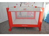Travel cot Fisher Price very good condition + extra mattress
