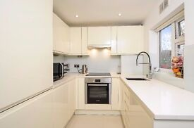 Elsinore Road, SE23 - A spacious two double bedroom ground floor flat to rent in Forest Hill.