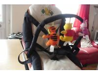 NAVY/CREAM RELAXING BABY SEAT WITH WINNIE POOH SOFT TOYS + CARRY HANDLE