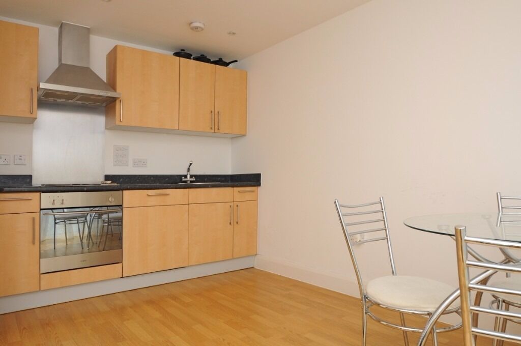 A one double bedroom flat available to rent in Kingston. Clarenden House