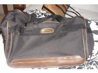 LARGE BLACK HOLDALL BAG WITH LARGE ZIPPED FRONT POCKET