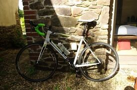 Great Condition Giant Defy 4 (Road Bike) with Panniers, Turbo Trainer and other accessories