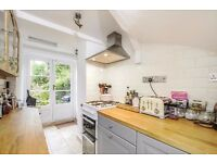 A FANTASTIC ONE DOUBLE BEDROOM FLAT WITH COMMUNAL GARDEN AND SPACIOUS RECEPTION ON BATTERSEA RISE