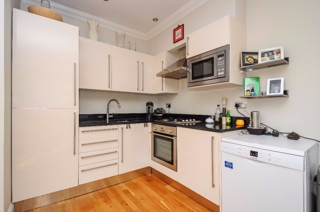 *SHORT LET* Two bedroom top floor apartment available to rent on Barnard Hill