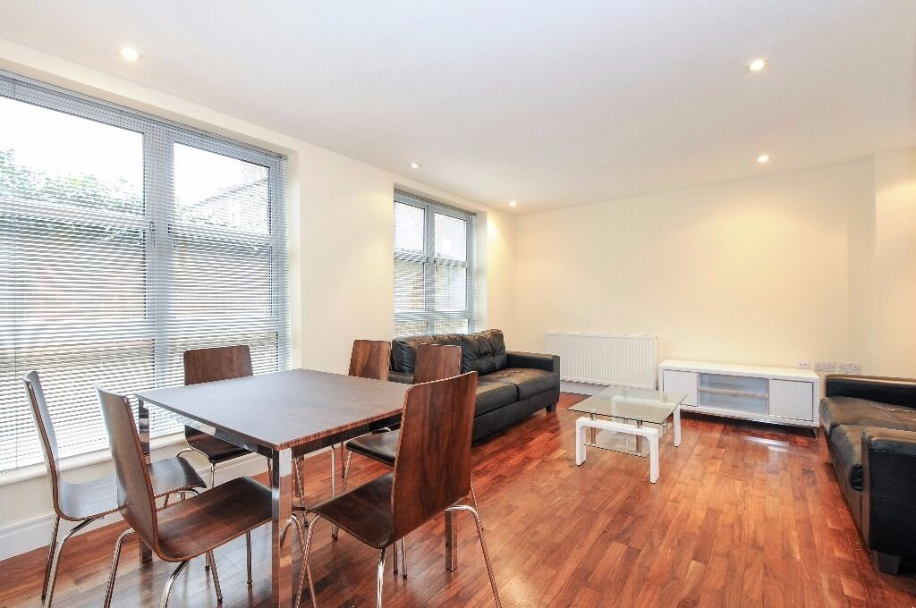 Fab 2 bed to rent on Kay Street, close to station, fully furnished, modern and wooden floors