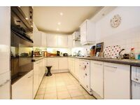 Bright and airy two double bedroom, two bathroom flat in Mendip Court