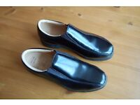 NIKE Womens VERDANA LAST, AIR COMFORT Leather golf shoes. Size 5 NEW Never worn.