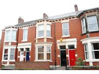 2 bedroom flat in Trewhitt Road, Newcastle Upon Tyne, NE6