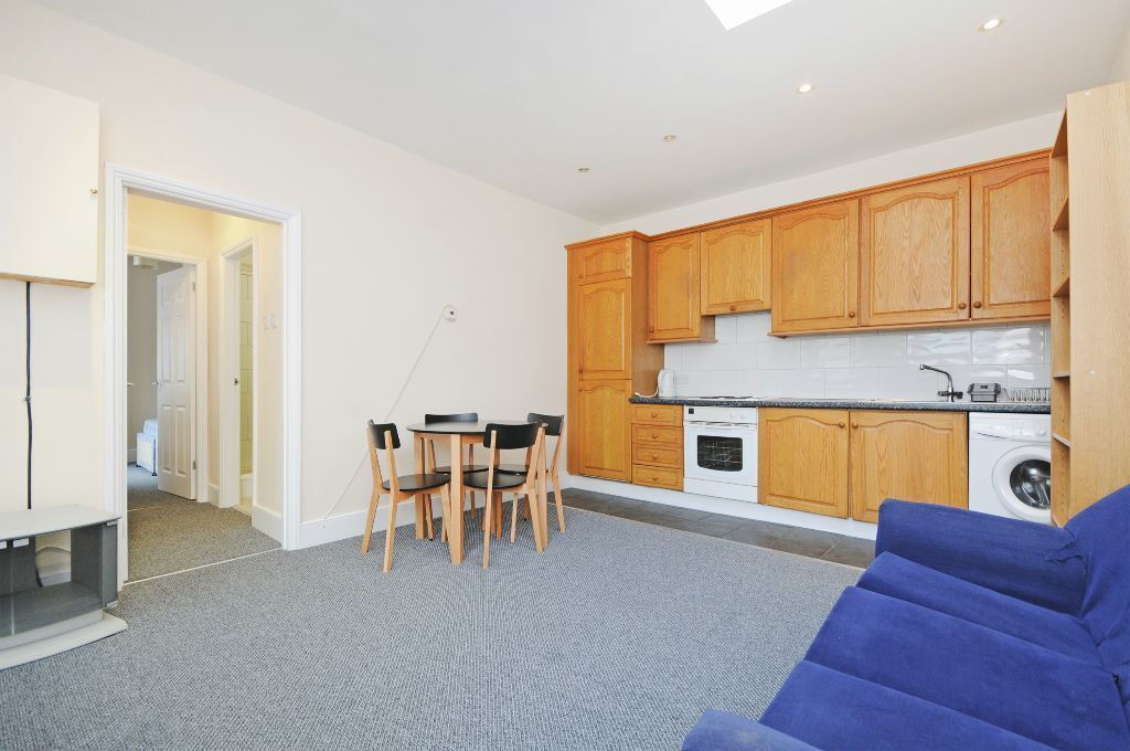 TWO DOUBLE BEDROOM FLAT TO RENT IN NORTHFIELDS EALING WEST LONDON AVAILABLE AUGUST £1,350PCM