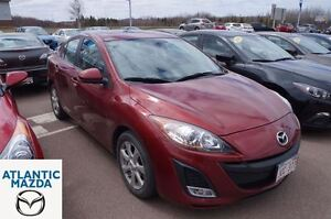 2011 Mazda MAZDA3 GS!! Leather Interior! Sunroof! $124 Bi-weekly