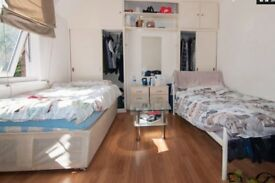 2 Weeks Deposit. Good size twin/double room next to East Acton Tube, Central Line. All incl.