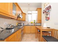 A CHARMING TWO BEDROOM FLAT IN EXCELLENT CONDITION ON BEAUCHAMP ROAD, BATTERSEA