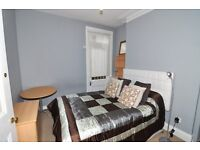 A spectacular double room in a professional houseshare available now for 5 months minimum