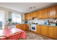 A five bedroom mid terrace house to rent, located in Kingston. Tithe Barn Close.