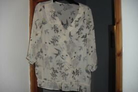 BRAND NEW WITH TAGS SIZE 20 CREAM PRINT SHEER MATERIAL TOP
