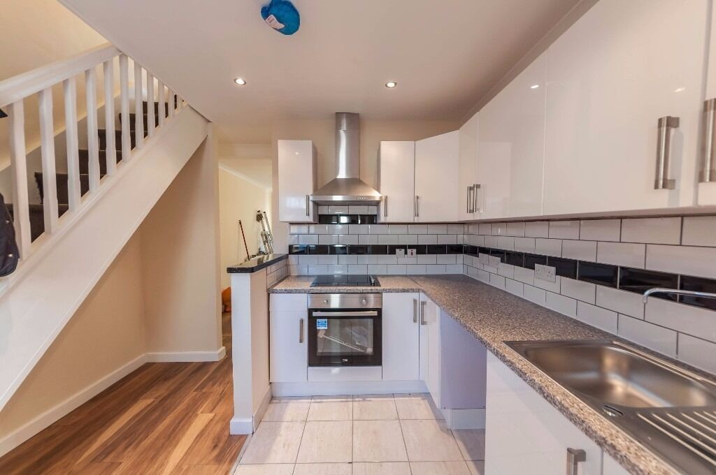 ***DSS ACCEPTED***Beautiful 2 bedroom End of terrace house in Croydon Mitcham Road