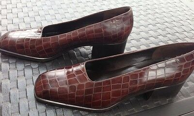 Via Spiga  Womens Slip On Shoes  Brown Leather  Size 8 5 B
