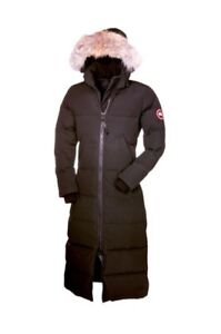 Women's Canada Goose Knee Length Jacket-New with tags-size Large