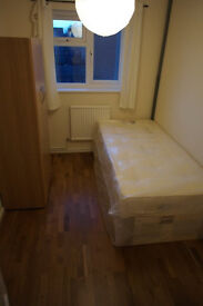 LARGE&CHEAP room in DOCKLAND !
