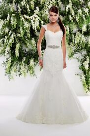 Ronald Joyce Victoria jane wedding dress