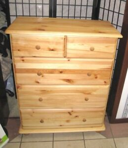 Solid Wood 5-drawer Chest in great condition