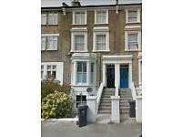 Cosy & bright 1 bed furnished flat with communal roof patio for BBQ's in desirable West Dulwich