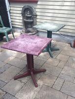 30 tables d'extérieur carrés