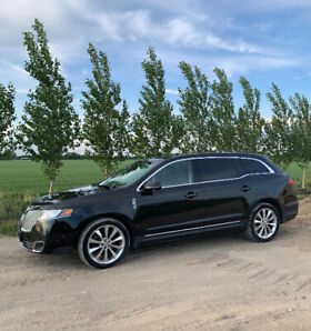 2010 Lincoln MKT - FULLY LOADED- AWD