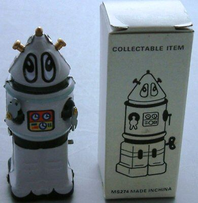 ROBOTS : White Robot wind up model made in China