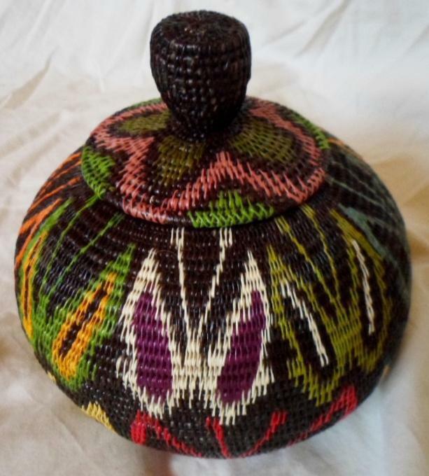 Wounaan Embera Woven Classic Design Basket w/ Top-Panama 21010830mm