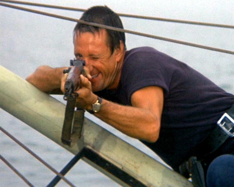 JAWS ROY SCHEIDER AIMING RIFLE 8X10 PHOTO
