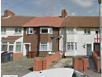 LOVELY 3 BEDROOM HOUSE IN BARKING AVAILABLE IMMEDIATELY £1500 **PART DSS ACCEPTED**
