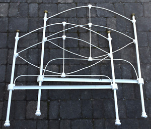 Vintage wrought iron bed (Twin)