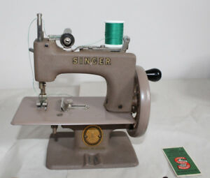 Fantastic Condition - Singer Sewhandy Toy - Sewing Machine