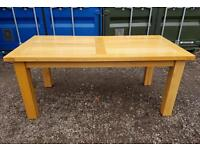 Solid oak dining table excellent condition