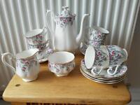 Royal albert dinnerware coffee set, lovely condition