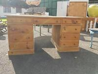Pine desk in great condition