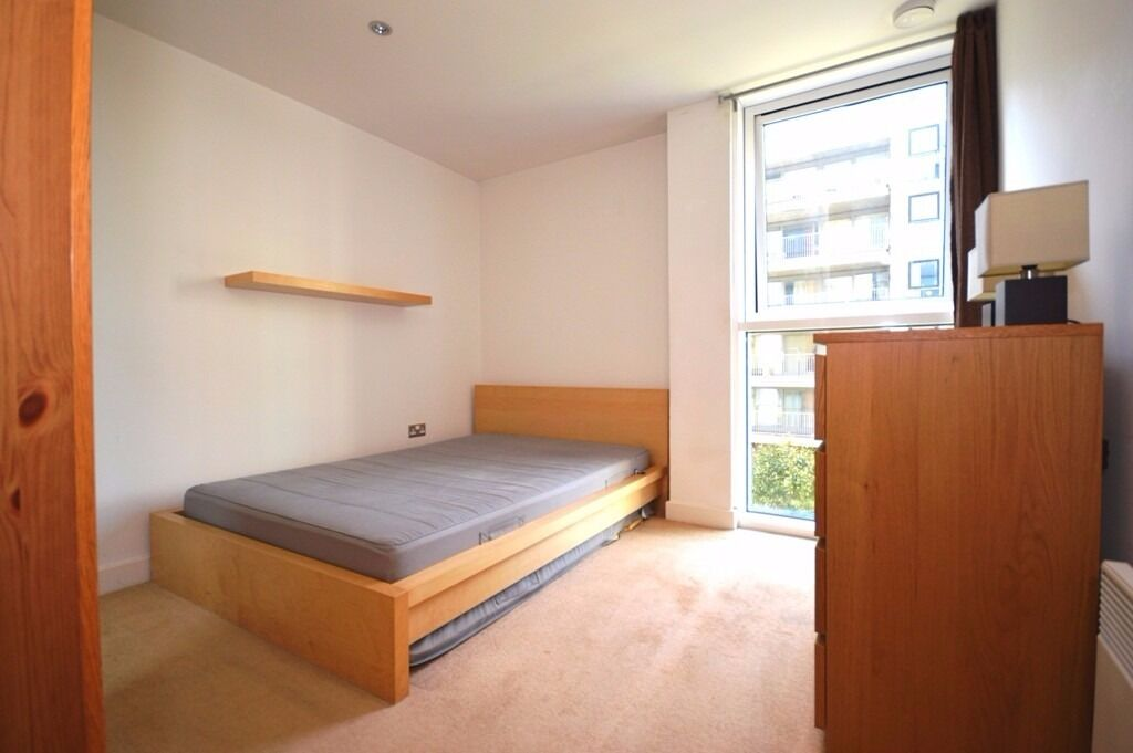1 Bedroom Apartment Ideal For City & Canary Wharf's Working Professionals