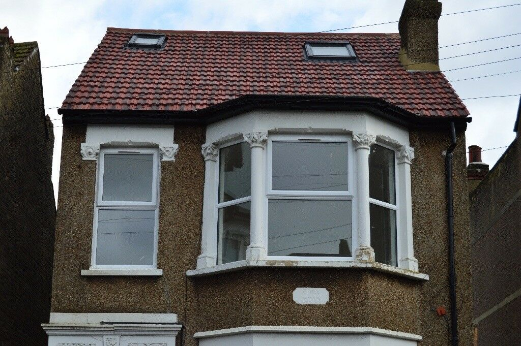 NEW REFURB BIG SIZE THREE BEDROOM INC GAS BILL TO LET PCM £1600