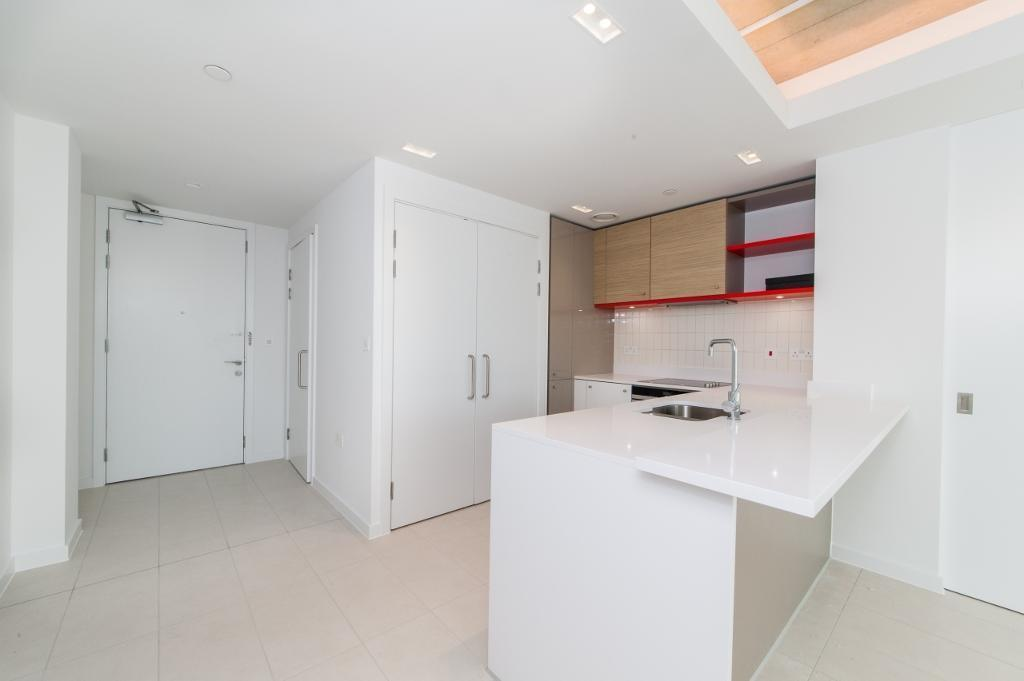 1 bedroom flat in Hoola, West Tower, Royal Docks E16