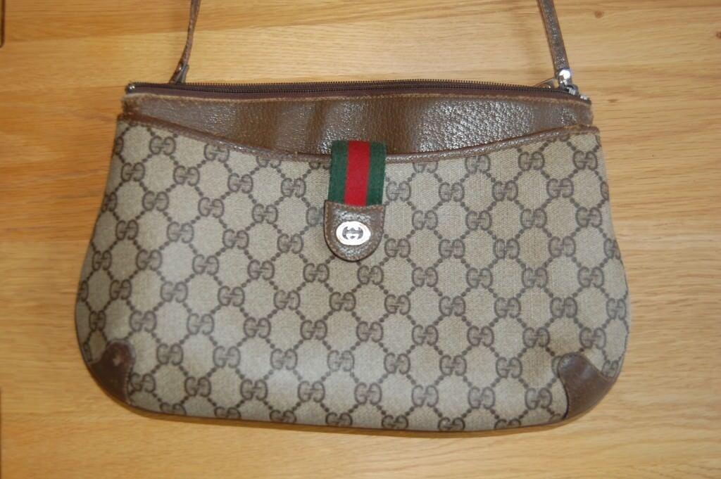 37ec7032129 Authentic 1983 Vintage Gucci Accessory Collection Cross Shoulder Bag