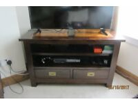 WOODEN TV UNIT WITH AMBER WOOD FEATURE.2 LARGE DRAWERS WITTH BRASS LATCH HANDLES