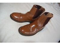 'Crafters' Dealer Leather boots with a side elastic Size 8