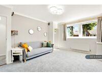 2 bedroom flat in Lawnside, London, SE3 (2 bed) (#1172405)