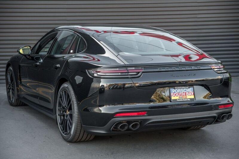 Porsche Panamera 2020 for sale. Exterior color : Black.