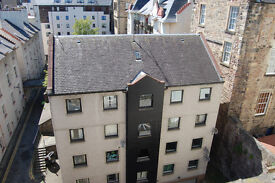 September.Royal Mile, Bell's Wynd. Modern 3rd floor 2 bedroomed flat in quiet yet fantastic location